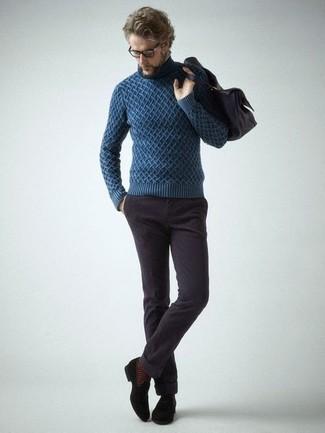 Как и с чем носить: темно-синяя вязаная водолазка, темно-коричневые вельветовые джинсы, черные замшевые лоферы с кисточками, темно-коричневая кожаная сумка почтальона