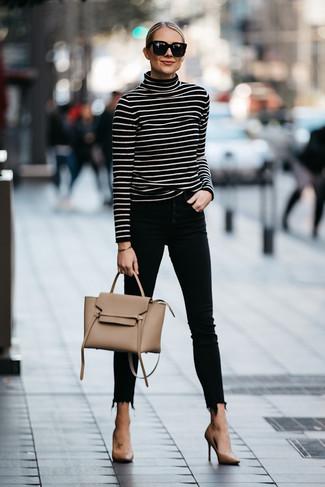 Модные женские луки 2020 фото: Сочетание черно-белой водолазки в горизонтальную полоску и черных джинсов скинни без сомнений будет обращать на тебя взгляды мужчин. Светло-коричневые кожаные туфли органично дополнят этот наряд.