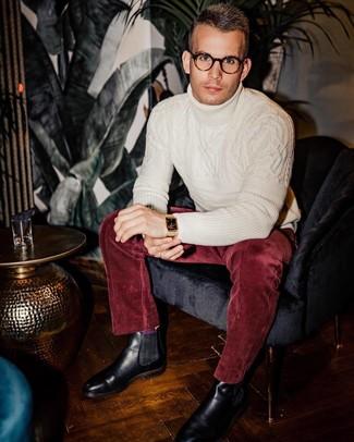 Как и с чем носить: белая шерстяная вязаная водолазка, темно-красные вельветовые классические брюки, черные кожаные ботинки челси, золотые часы