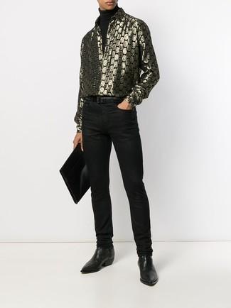 Как и с чем носить: черная водолазка, золотая рубашка с длинным рукавом с принтом, черные джинсы, черные кожаные ботинки челси