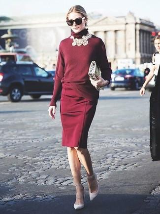 Как Olivia Palermo носит Темно-красная водолазка, Темно-красная юбка-карандаш, Белые кожаные туфли, Черные солнцезащитные очки