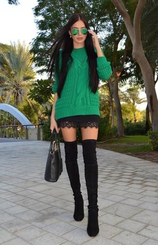 Модный лук: Зеленый вязаный свитер, Черная кружевная мини-юбка, Черные замшевые ботфорты, Черная кожаная большая сумка