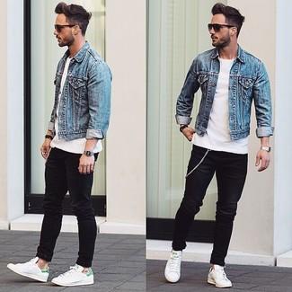 Сочетание белой футболки с круглым вырезом и черных джинсов подчеркнет твой индивидуальный стиль. Белые кожаные низкие кеды станут прекрасным дополнением к твоему луку.