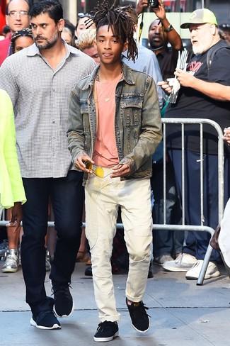 голубая джинсовая куртка розовая футболка с круглым вырезом белые джинсы large 26341