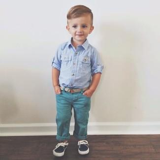 Как и с чем носить: голубая рубашка с длинным рукавом, темно-бирюзовые джинсы, темно-синие топсайдеры