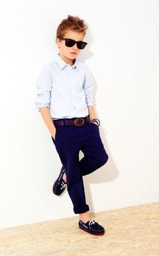 Как и с чем носить: голубая рубашка с длинным рукавом, темно-синие брюки, темно-синие лоферы