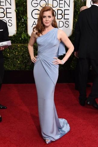 Как Amy Adams носит Голубое вечернее платье, Голубые сатиновые босоножки на каблуке