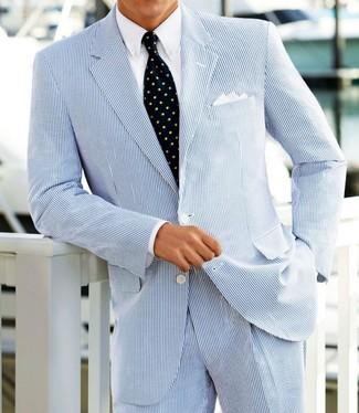 Как и с чем носить: голубой костюм из жатого хлопка, белая классическая рубашка, темно-синий галстук с принтом, белый нагрудный платок