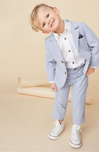 Как и с чем носить: голубой костюм, белая рубашка с длинным рукавом, белые кеды, темно-сине-белый нагрудный платок