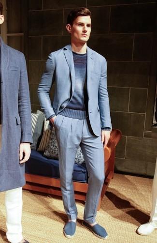 Как и с чем носить: голубой костюм, темно-синий омбре свитер с круглым вырезом, синие эспадрильи из плотной ткани