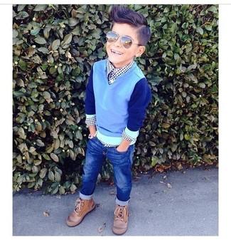 Как и с чем носить: голубой свитер, темно-синяя рубашка с длинным рукавом, темно-синие джинсы, светло-коричневые ботинки