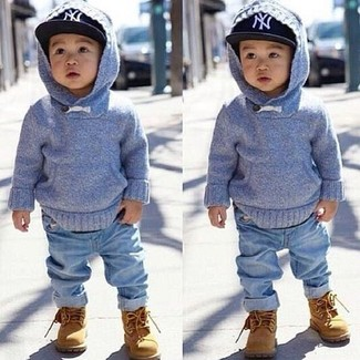 Как и с чем носить: голубой худи, голубые джинсы, светло-коричневые ботинки, черная бейсболка