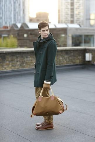 Как и с чем носить: темно-зеленый дафлкот, темно-синяя рубашка с длинным рукавом в клетку, светло-коричневые брюки чинос, коричневые кожаные повседневные ботинки
