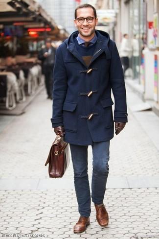 Как и с чем носить: темно-синий дафлкот, темно-синий свитер с круглым вырезом, синяя рубашка с длинным рукавом из жатого хлопка, темно-синие брюки чинос