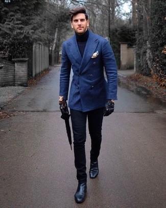 Как и с чем носить: синий шерстяной двубортный пиджак, темно-синяя водолазка, черные брюки чинос, черные кожаные ботинки челси