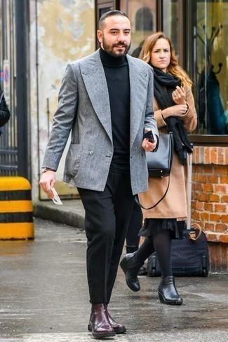 Черные классические брюки: с чем носить и как сочетать мужчине: Серый двубортный пиджак в сочетании с черными классическими брюками поможет воплотить изысканный мужской стиль. Этот лук великолепно дополнят темно-красные кожаные ботинки челси.