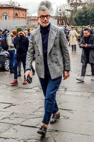 Как и с чем носить: серый шерстяной двубортный пиджак в клетку, черная водолазка, фиолетовая рубашка с длинным рукавом в шотландскую клетку, темно-синие брюки чинос