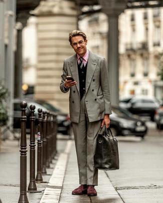 Как и с чем носить: серый двубортный пиджак, черный кардиган, розовая классическая рубашка, серые классические брюки