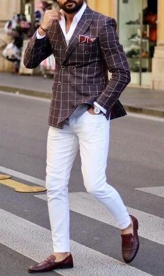 С чем носить темно-коричневые кожаные часы мужчине: Темно-коричневый двубортный пиджак в клетку и темно-коричневые кожаные часы — выбор парней, которые никогда не сидят на месте. Почему бы не добавить в повседневный образ толику эффектности с помощью темно-красных кожаных лоферов?