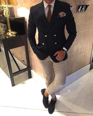Как и с чем носить: черный двубортный пиджак, белая классическая рубашка, бежевая классическая рубашка, темно-коричневые замшевые монки с двумя ремешками