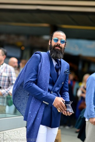 Как и с чем носить: синий двубортный пиджак, белая классическая рубашка, белые классические брюки, темно-синий галстук