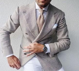 Как и с чем носить: бежевый двубортный пиджак, белая классическая рубашка, белые классические брюки, бежевый галстук с принтом