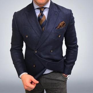 Модный лук: Темно-синий двубортный пиджак, Белая классическая рубашка, Серые шерстяные классические брюки, Коричневый галстук в вертикальную полоску