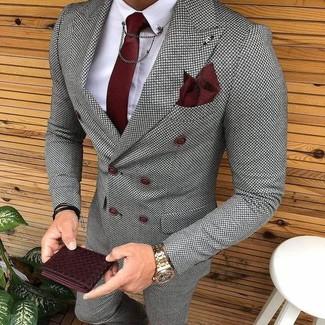 Как и с чем носить: серый двубортный пиджак в клетку, белая классическая рубашка, серые классические брюки в клетку, темно-красный галстук