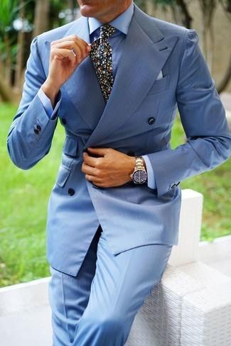 Как и с чем носить: голубой двубортный пиджак, голубая классическая рубашка, голубые классические брюки, черный галстук с цветочным принтом