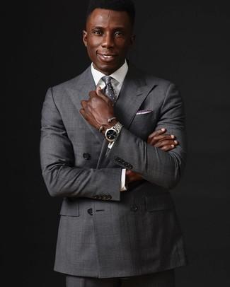 Как и с чем носить: серый двубортный пиджак, белая классическая рубашка, серые классические брюки, серый галстук в горошек