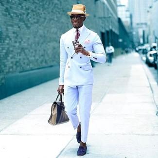 Как и с чем носить: голубой двубортный пиджак, белая классическая рубашка, голубые классические брюки, синие замшевые лоферы с кисточками
