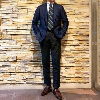 Как и с чем носить: темно-синий двубортный пиджак, белая классическая рубашка, черные классические брюки, коричневые кожаные монки