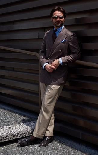Темно-коричневые носки: с чем носить и как сочетать мужчине: Лук из темно-коричневого двубортного пиджака и темно-коричневых носков позволит создать нескучный мужской образ в стиле casual. Этот ансамбль обретет свежее прочтение в паре с черными кожаными лоферами.
