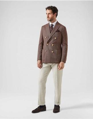 Темно-красный галстук с принтом: с чем носить и как сочетать мужчине: Несмотря на то, что это достаточно консервативный лук, ансамбль из коричневого двубортного пиджака и темно-красного галстука с принтом всегда будет нравиться стильным молодым людям, но также покоряет при этом сердца представительниц прекрасного пола. Этот лук органично дополнят темно-коричневые замшевые лоферы с кисточками.
