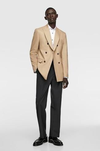 С чем носить куртку мужчине: Сочетание куртки и черных классических брюк подходит для создания делового ансамбля. Вместе с этим образом чудесно будут смотреться черные кожаные лоферы.