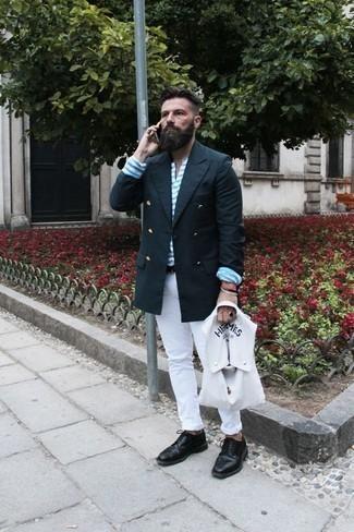 Как одеваться мужчине за 40: Друзья позавидуют твоему чувству стиля, если увидят тебя в темно-синем двубортном пиджаке и белых джинсах. Хочешь сделать лук немного элегантнее? Тогда в качестве обуви к этому ансамблю, обрати внимание на черные кожаные броги.