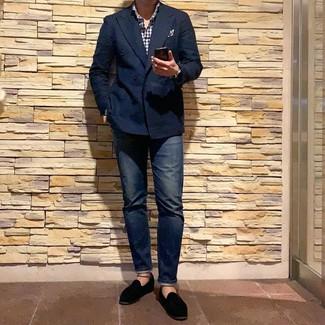 Как и с чем носить: темно-синий двубортный пиджак, бело-темно-синяя рубашка с длинным рукавом в мелкую клетку, темно-синие джинсы, черные бархатные лоферы