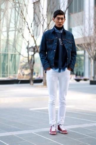 Мода для подростков парней: Черная водолазка и голубая рубашка с длинным рукавом — великолепный образ, если ты хочешь создать простой, но в то же время стильный мужской образ.