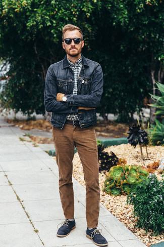 Как и с чем носить: темно-синяя джинсовая куртка, темно-сине-белая рубашка с длинным рукавом в мелкую клетку, коричневые вельветовые джинсы, темно-синие замшевые ботинки дезерты