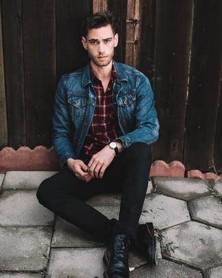 Черные кожаные повседневные ботинки: с чем носить и как сочетать мужчине: В синей джинсовой куртке и черных джинсах можно пойти на свидание в непринужденной обстановке или провести выходной, когда в планах культурное мероприятие без дресс-кода. Хочешь сделать образ немного строже? Тогда в качестве дополнения к этому ансамблю, стоит выбрать черные кожаные повседневные ботинки.