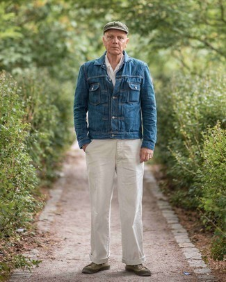 Мужские луки: Дуэт темно-синей джинсовой куртки и белых брюк чинос поможет создать интересный мужской образ в повседневном стиле. Чтобы лук не получился слишком отполированным, можно закончить его оливковыми низкими кедами из плотной ткани.