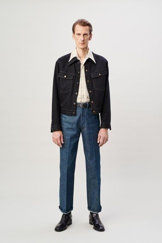 С чем носить синие джинсы мужчине: Черная джинсовая куртка и синие джинсы — хороший выбор, если ты хочешь создать лёгкий, но в то же время модный мужской лук. Такой образ обретает новое прочтение в сочетании с черными кожаными ботинками челси.