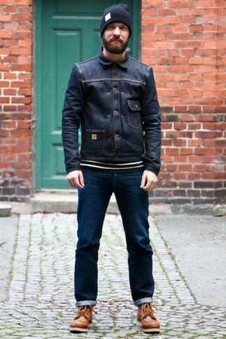 Как и с чем носить: темно-синяя джинсовая куртка, бело-черный свитер с круглым вырезом в горизонтальную полоску, темно-синие джинсы, коричневые кожаные рабочие ботинки