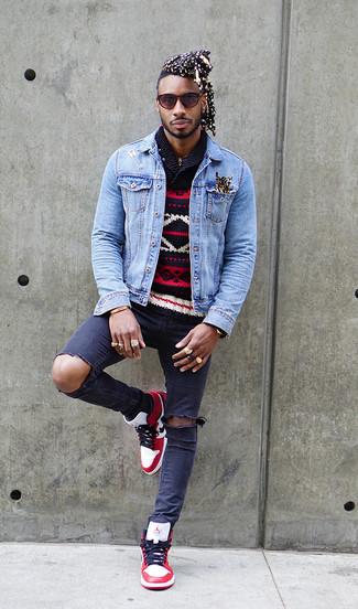 Как и с чем носить: голубая джинсовая куртка, темно-синий свитер с отложным воротником с жаккардовым узором, темно-синие рваные зауженные джинсы, бело-красные кожаные высокие кеды