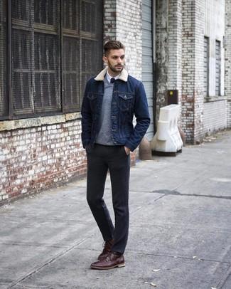 Как и с чем носить: темно-синяя джинсовая куртка, серый свитер с v-образным вырезом, белая классическая рубашка, темно-серые классические брюки