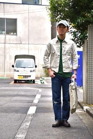 Темно-коричневые кожаные ботинки челси: с чем носить и как сочетать мужчине: Если ты ценишь комфорт и функциональность, белая джинсовая куртка и темно-синие рваные джинсы — замечательный вариант для привлекательного повседневного мужского ансамбля. Любители экспериментов могут завершить ансамбль темно-коричневыми кожаными ботинками челси, тем самым добавив в него немного изысканности.
