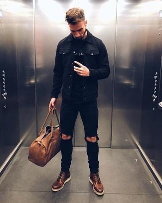 Как и с чем носить: черная джинсовая куртка, черная футболка с круглым вырезом, черные рваные зауженные джинсы, темно-коричневые кожаные повседневные ботинки