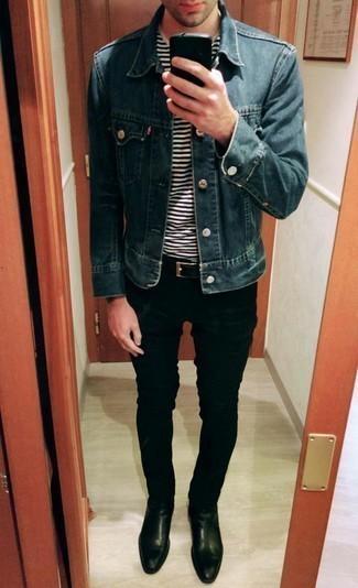 С чем носить черный кожаный ремень мужчине: Если ты ценишь комфорт и функциональность, синяя джинсовая куртка и черный кожаный ремень — прекрасный выбор для привлекательного повседневного мужского образа. Не прочь привнести сюда нотку утонченности? Тогда в качестве дополнения к этому образу, стоит выбрать черные кожаные ботинки челси.