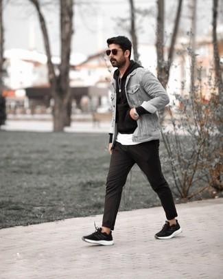 Мужские луки: Несмотря на то, что это достаточно простой ансамбль, лук из серой джинсовой куртки и черных брюк чинос неизменно нравится джентльменам, покоряя при этом сердца прекрасных дам. Что касается обуви, можно отдать предпочтение комфорту и надеть на ноги черно-белые кроссовки.