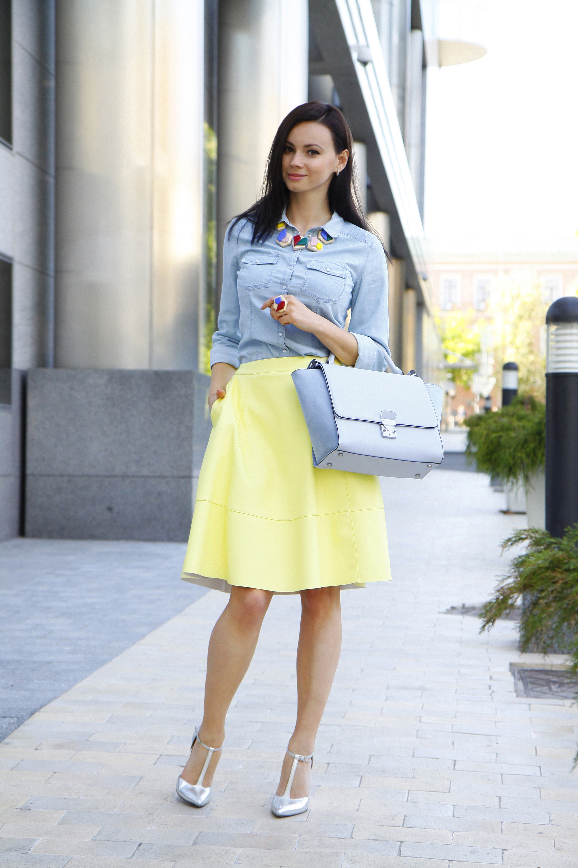 Голубая юбка пышная с чем носить